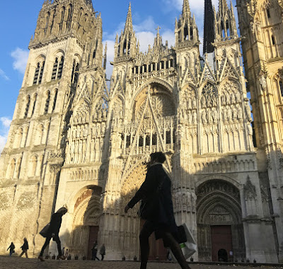 Paris to Rouen One way Private Transfer Trip, with Optional Tourist Stops (TRF-ROUEN)