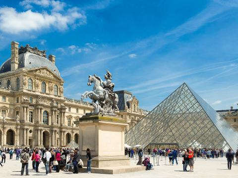 Hop-On Hop-Off Bus Pass 1 Day, Including Tickets Louvre , Eiffel Tower, Seine Cruise (BBLCTE1)