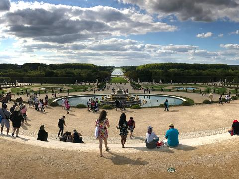 Private Giverny and Versailles Tour including lunch and Hotel Pick-Up (T09B-VIP)