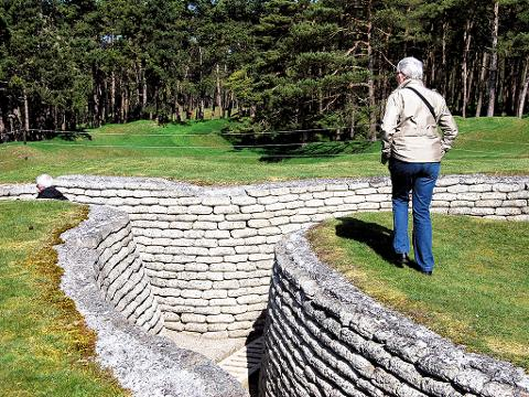 Private Day Trip from Paris to Vimy Ridge with Artois Battlefield  (T62-VIP)