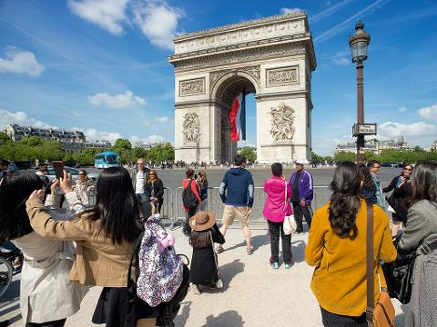 2 Hours Paris Sightseeing Tour by Minibus and 1 hour Seine River Cruise (EX2A)