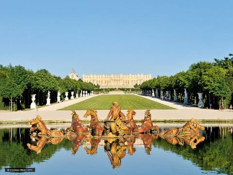 The Best of Paris Including, a City Tour with Lunch at the Eiffel tower, a Visit of Versailles and Dinner Cruise (EXST)