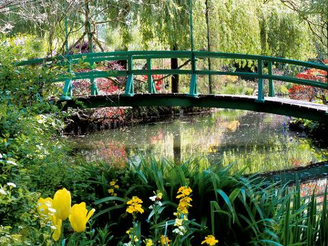 Private Giverny Half-Day Trip, including Monet Gardens and Grave, from Paris (T05-VIP)
